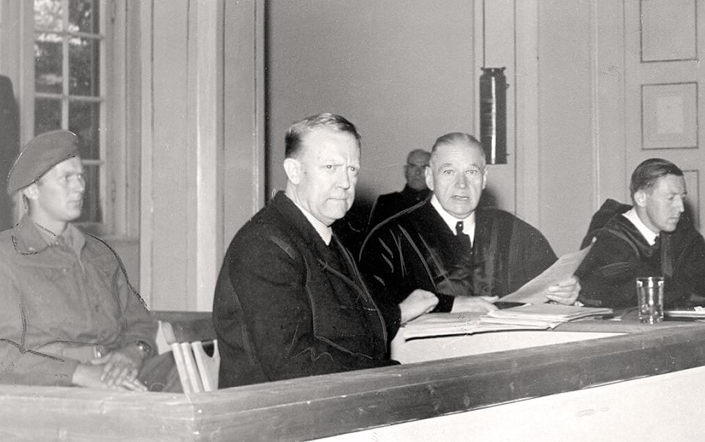 Landssvikeren Vidkun Quisling anvende datidens nye media radio til å begå statskupp. Her avbildet i 1945. Fotogtaf: Ukjent